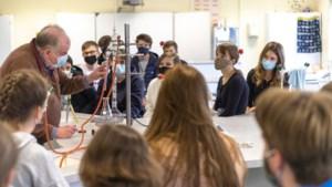 Leerlingen in paniek en leraren overbelast: 'Minister, de druk is te hoog!'
