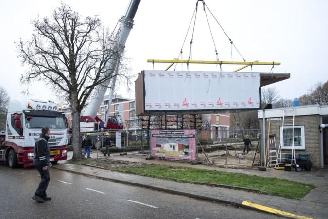 Kritiek van buren na plaatsing nieuwe prefab woningen in Amstenrade: en onze oude huizen dan?