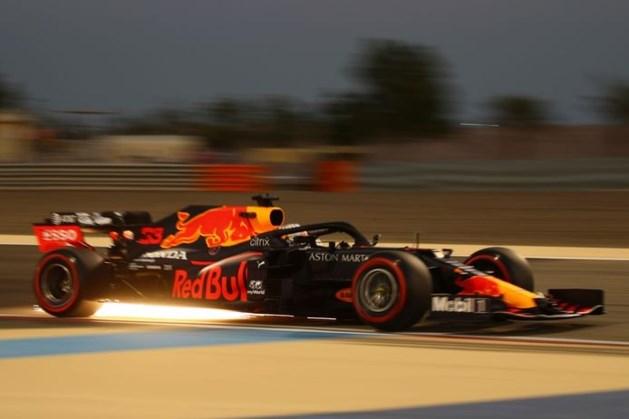 Russell debuteert met snelste tijd in Mercedes, vlak voor Verstappen