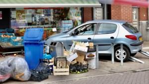 Automobilist rijdt tegen gevel groentezaak Voltaplein Maastricht en raakt klant