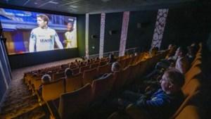VVV-supporters in de bioscoop: 'Wij houden onze kleren aan'