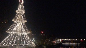 Video: Podiumdelen van André Rieu omgetoverd tot grote kerstboom