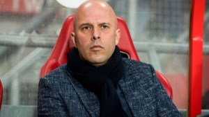 AZ ontslaat trainer Arne Slot vanwege gesprekken met Feyenoord