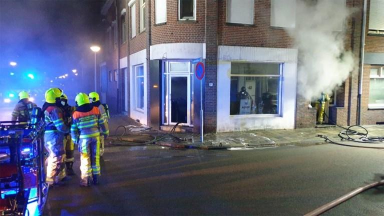 Grote brand in kraakpand Kerkrade vermoedelijk aangestoken, politie zoekt verdachte