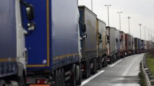 Spitsuur in Calais door naderende Brexit-deadline: 'Tien tot vijftien uur in de file'