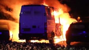 Bestelbusje in Venlo-Blerick in brand