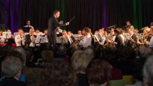Fanfare Ubachsberg last voor het eerst sinds Tweede Wereldoorlog kerstliedjes van jeugdleden af