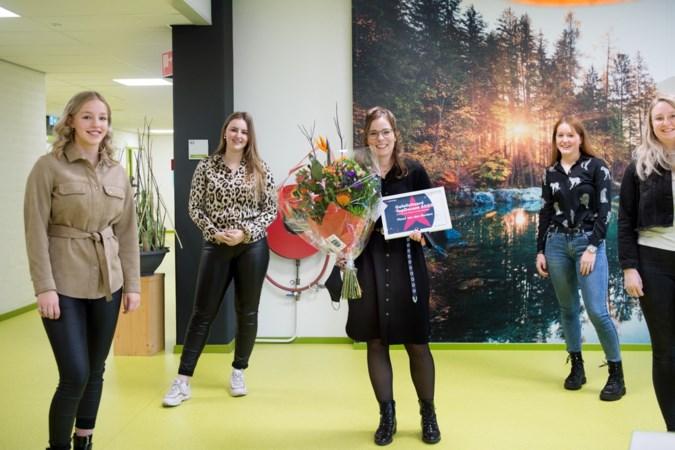 Waardering van haar eigen studenten is de mooiste prijs voor docente van het jaar Maud van den Beuken