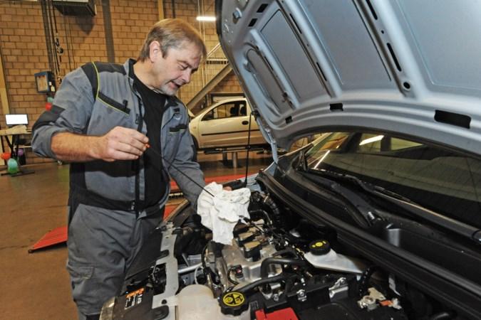 Na een halve eeuw sleutelen aan Opeltjes gaat Broekhuizenvorstenaar Eef Hendriks (65) met pensioen