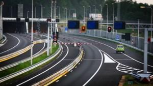 Roer- en Swalmentunnel A73 in beide richtingen urenlang dicht door technische storing