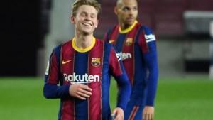 Frenkie de Jong met eerste treffer goud waard voor Barcelona tegen koploper Real Sociedad