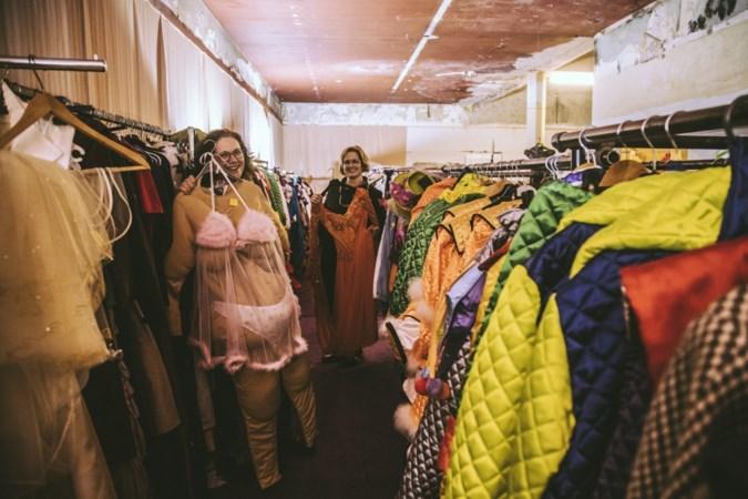 De Pekskesbazaar in Geleen gaat ondanks afgelaste carnaval als outlet op nieuwe locatie verder