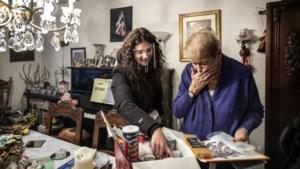 Kelly brengt kerstpakketten rond bij eenzame ouderen: 'Ik zou je willen knuffelen, maar dat mag nu niet'