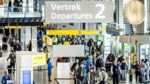KLM-topman Elbers na beelden van mensenmassa's op Schiphol: we doen er alles aan om drukte te voorkomen
