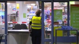 Overvaller bedreigt medewerker supermarkt met vuurwapen