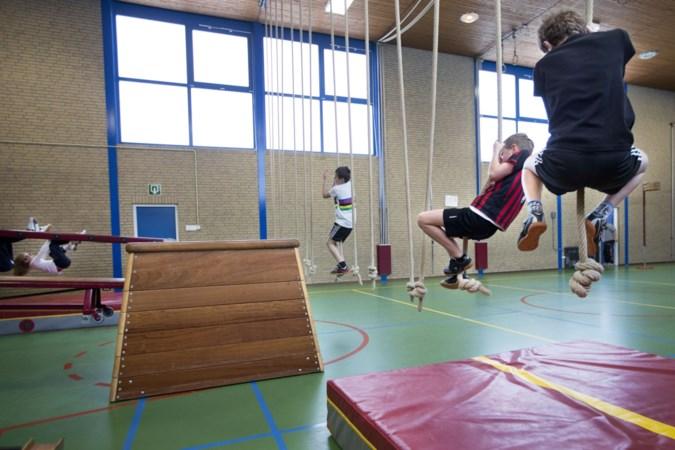 Touwen en ringen afgekeurd: leerlingen uit Doenrade moeten voor gymles met busjes naar Merkelbeek