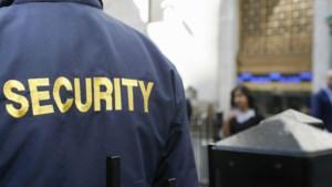 CNV: zet professionele beveiligers bij supermarkten