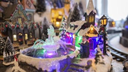 Het 'Mooiste Kerstdorp van Limburg' staat in Geleen: Jenny (37) bouwt vijf weken aan een stuk
