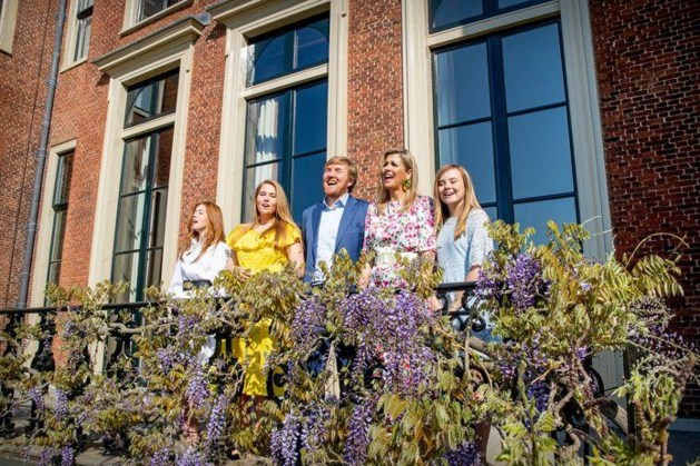 Koninklijke familie deelt kerstkaart met gezinsfoto