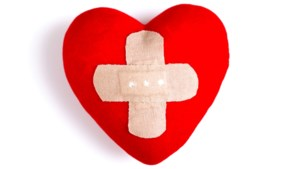 Rode Kruis coacht eenzame jongeren door feestdagen met telefoongesprekken via WhatsApp