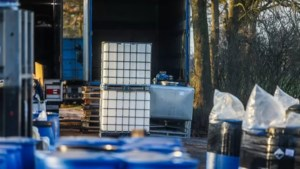 Tientallen vuurwapens in beslag genomen na vondst groot drugslab in Someren
