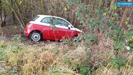 Auto raakt van de weg in Kerkrade door gladheid