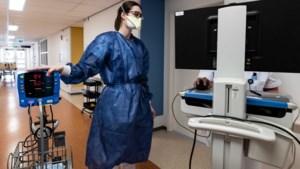 Ziekenhuizen vrezen nieuwe piek: 'We zien een zorgwekkende stijgende lijn'