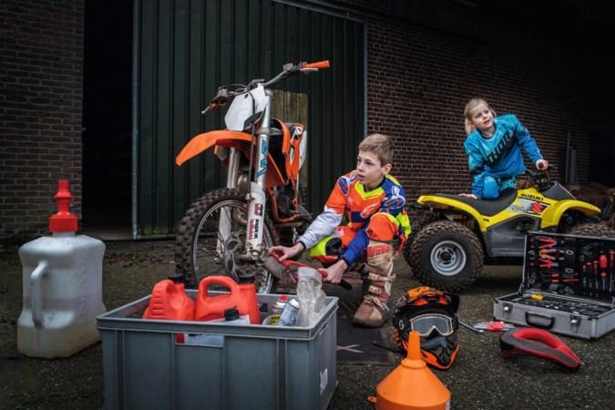 Dylano (11) en Charlotte (5) zijn dol op motorcross : 'Als Egchel van mij was, bouwde ik een grote crossbaan'