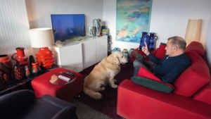 Retrokleuren domineren in Jeans huis in Klimmen: 'Kleurloze interieurs vind ik vreselijk, ik word er depressief van'