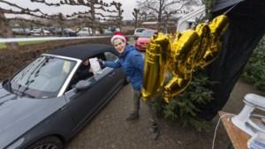 In de file voor de drive-in oliebollenkraam van 'Heel Holland Bakt'-deelnemer Cas Wolters