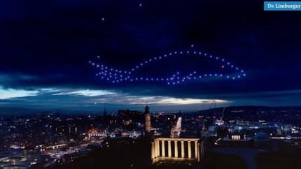 Video: Betoverende eindejaarsshow met drones boven Edinburgh