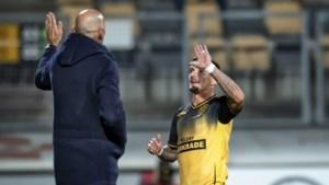 Na Alberg ook Croux op weg naar de uitgang bij Roda JC