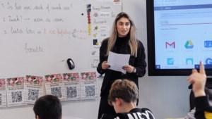Juf Janice uit Venlo laat geen enkel kind in de klas achterover leunen: 'Iederéén wil die bal vangen en het goede antwoord zeggen'