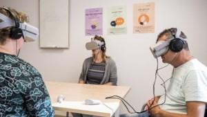 Coronatraining voor verpleegkundigen met een virtualrealitybril