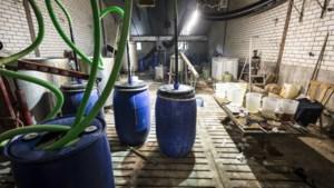 Drugsafval in Haler na ruim drieënhalf jaar eindelijk opgeruimd; gemeente wil rekening op staleigenaar verhalen