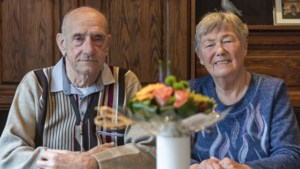 Math en Rosie Raeven uit Brunssum zijn 60 jaar getrouwd: 'Ik keek die avond welke leuke meisjes er waren'