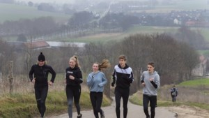 Gymleraar kreeg 276 leerlingen en ouders zover dat ze 100 kilometer gingen lopen