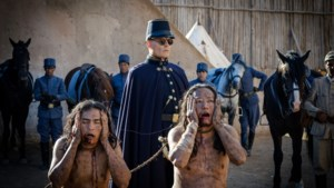 Filmrecensie 'Waiting for the Barbarians': Johnny Depp als meedogenloze onderdrukker