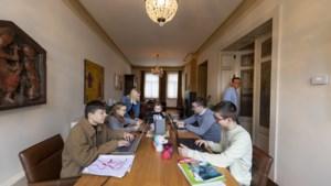 Online-onderwijs duurt voort: dan huur je toch een thuisjuf in