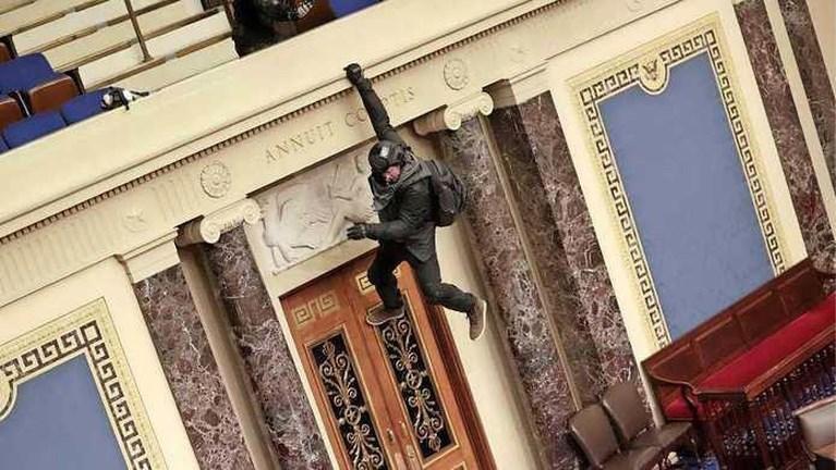 Trump-aanhangers bestormen Capitool Washington
