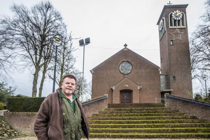 Iedereen tast in het duister: wie sloot de verlichting van de kerktoren in Wellerlooi af en gaat deze ooit nog aan?