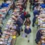 Boekenbeurs Blerick verkoopt in coronatijd via pop-upwinkel, marktkraam en webshop