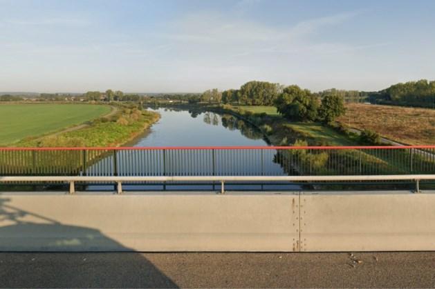 Reling van Maasbrug wordt bij renovatie hoger, minder gevaar voor fietsers bij harde wind