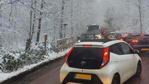 Drukte in Vaals vanwege sneeuwval: 'Kom dit weekend geen sneeuwwandeling maken'