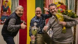 Heel Maastricht zingt met carnaval<I> Us Mestreechs </I>van De Köp en Frans Theunisz