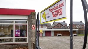 Kelpen-Oler zet protest tegen sluiting basisschool kracht bij met banners en posters in het dorp