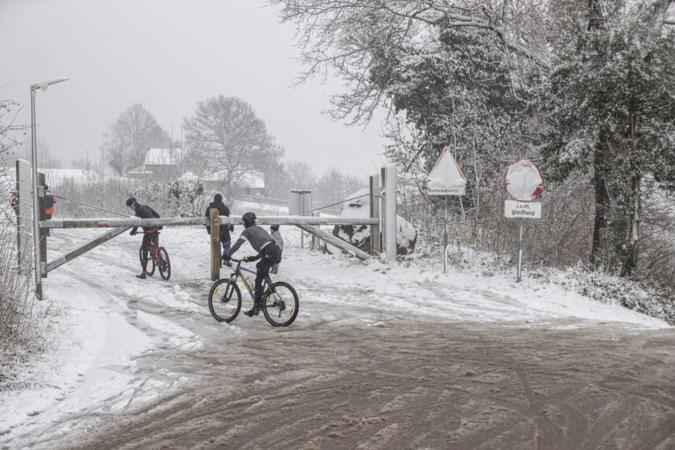 Na de winterdrukte van afgelopen weekend rijst rond het Vijlenerbos de vraag: is wegen afsluiten nog van deze tijd?