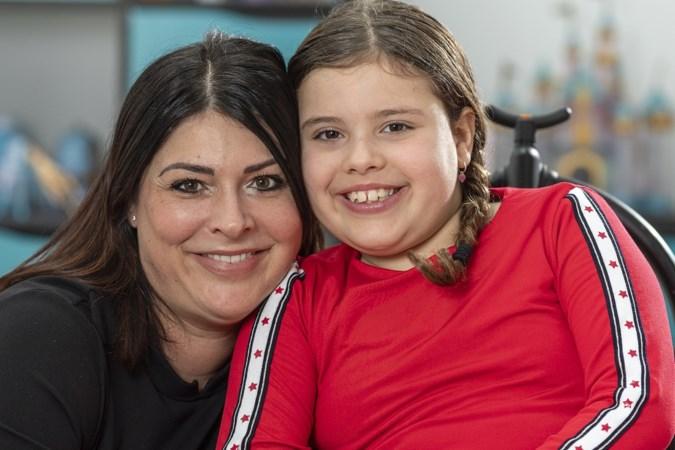 Blerickse Bellina vecht een jaar om juiste zorg voor zieke dochter Neomi (7): 'Ik ben radeloos en emotioneel helemaal op'