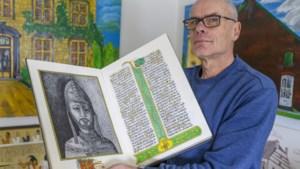 Kalligraferen en hiëroglyfen zijn voor Wiel van Loo een uit de hand gelopen hobby