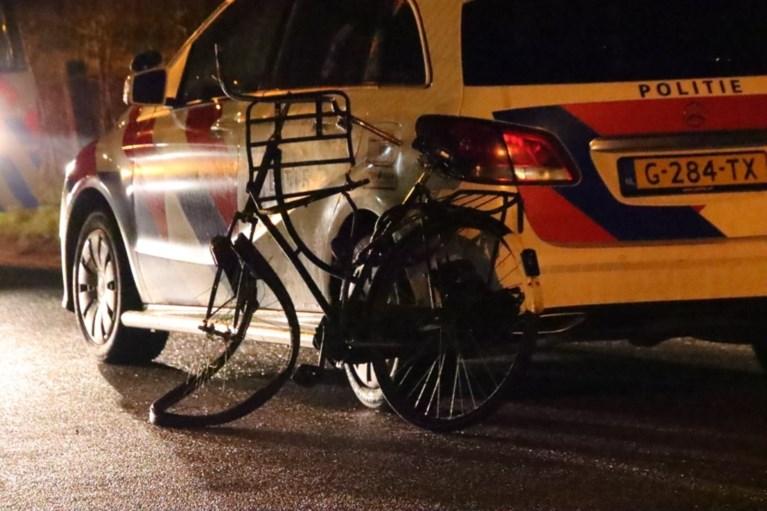 Mannen beroven krantenbezorger van fiets, tweewieler op spoor gegooid